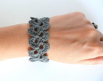 Gray lace trim bracelet, Shabby chic bracelet, Birthday gift, gray linen bracelet, crochet bracelet, wedding romantic bracelet, wide cuff