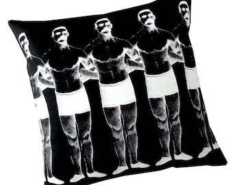 Homme chaîne sérigraphie coton toile jet oreiller blanc sur fond noir 18 pouces