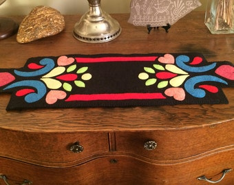 Wool Applique Table Runner, Wool Felt Penny Rug, Wool Felt Table Mat, Wool Table Topper, Handmade Candlemat, Scandinavian Design Wool Felt