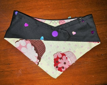 Dog Bandana: Cupcakes and shiny hearts, Reversible Curved Snap-on