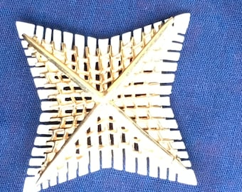 Vintage Mid-Century White and Gold tone Brooch