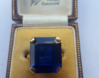 Vintage Sapphire Yellow Gold Simulated Sapphire, in glass, Ring London 1960 size U.K O1/2 U.S 71/4