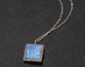 Moonstone Necklace,Rainbow Moonstone Necklace, Natural Moonstone, Moonstone Pendant, Birthstone Necklace, Moonstone Silver Necklace