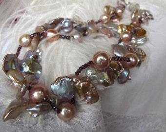 VENTE superbe exotique grand perle Statememt RAS de cou Collier, collier de perles Baroque, perles Keshi Pastel coloré grand, pierres précieuses grenats pourpre