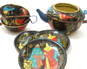 Geishas, Tin Toy Tea Set, Mid-Century teapot with Japanese ladies & BIRDS. Made in Germany, 7 piece set.