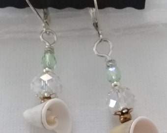 Shell earrings with silver-plated Klappbrisur in a maritime look