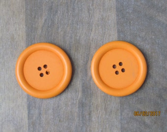 2 buttons of wood, Orange, 40mm, 4 holes