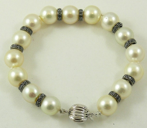 South Sea Creamy White 10mm - 10.9mm Pearl Bracelet 18k White Gold Black Diamond 1.90ct