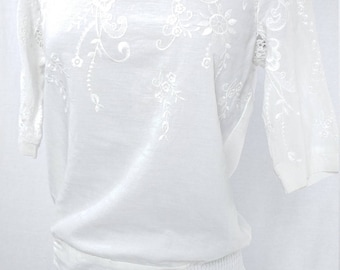 1970's Summer Blouse - White Peasant Blouse - Asymmetrical Embroidery