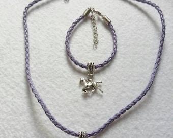 10 Horse Party Favors. Bracelets and Necklaces.