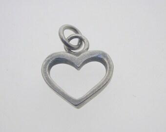 Silver-heart-charm-outline-symmetrical-1-5-grams-16-3mm