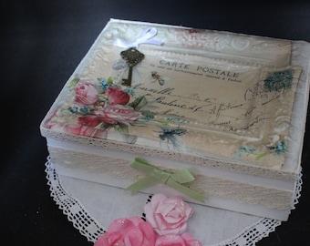 Romantic retro jewelry box