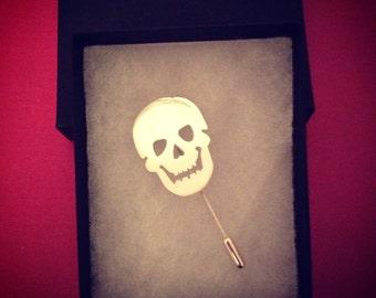 Wee skull lapel pin