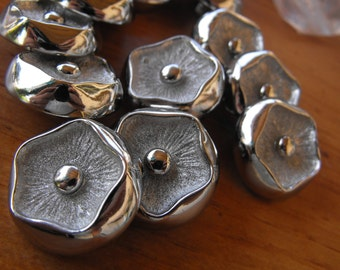 """20 Silver Pansy Flower Round Shank Buttons Size 15/16""""."""