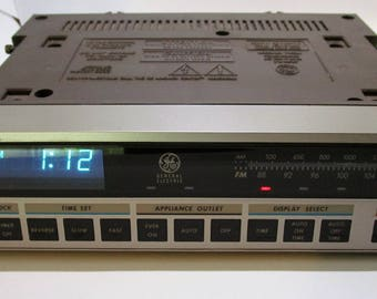 Vintage 1976 General Electric Under The Counter Clock Radio Timer Model 7-4220A