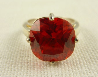 Vintage Size 7.5 Sterling and Red Glass Ring