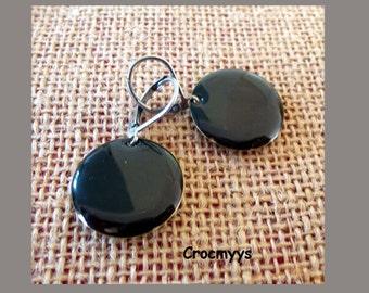 Earing enamel black