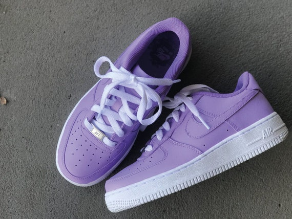 NIKE AIR FORCE lila