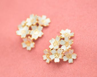 Japanese jewelry - Sakura - large earrings - Cherry blossom - flowers - Silver gold - Swing earrings - Hypo-allergenic - pierce - clip-on