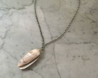 Vintage shell necklace. Shell charm necklace. Shell jewelry. Boho pendant. Shell pendent necklace. Chain necklace. FREE SHIPPING