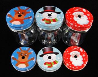 SIX Plastic Mason Jars w/Christmas  Lids,  Christmas Mason Jars, Straw Cut Lids, Christmas Print Mason Jar Lids, Kids Party Cups- 12 oz jars