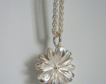 Silberkette mit Silberblüte Flore midi