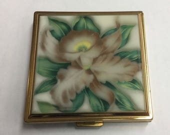 Vintage 1940's Majestic Acrylic Flower Compact with Original Powder puff