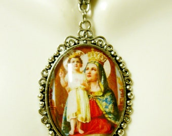 Our Lady of the Sacred Heart pendant and chain - AP09-022