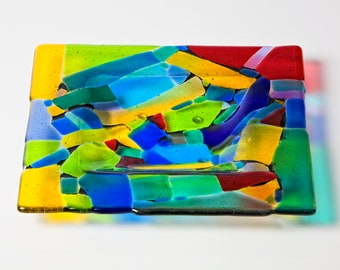 Multicoloured fused glass plate