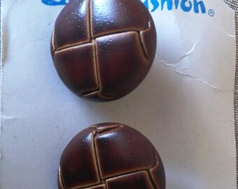 Set of 2 vintage leather effect buttons
