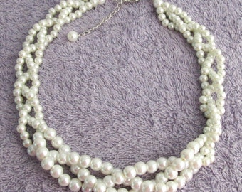 Ivory pearl Necklace,Wedding Ivory Pearl Necklace,Wedding Necklace,Bridesmaid Triple Pearl Necklace, Ivory Pearl Necklace,Free Shipping USA