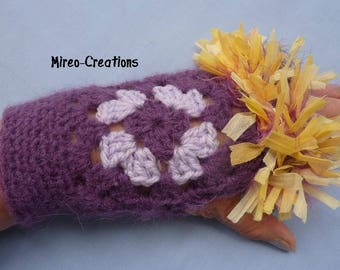 Fingerless gloves crocheted granny and Parma violet with a fur effect trim