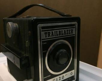 Vintage Pho-Tak Trailblazer 120 Camera - 1950's Photography Equipment Vintage Trailblazer Old Collectible Black Box-type 110MM Lens