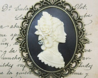 Cameo pendant in Dark dama resin-on bronze cameo with chain-30 x 40 mm