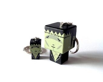 """Porte-clés Figurine cubique """"Créature de Frankenstein"""" - peinte à la main"""