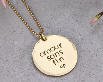 Large brass Medal Gold customizable - message & expression. 25. Chain gold