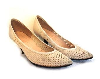 80s shoes, 80s pumps, vintage shoes, vintage pumps, 1980s shoes, 80s heels, vintage high heels, 1980s pumps, vintage white shoes, heel pumps