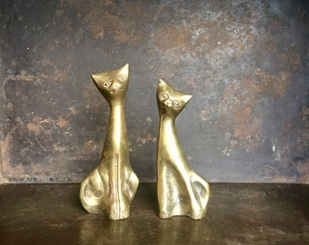 Vintage Pair of Brass Cat Animal Figurines // Mid Century Modern Cat // Gift for a Cat Lover // Set of Brass Cats // Cat Collectible
