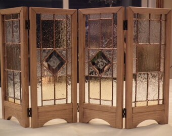 Mini decorative screen with stained glass
