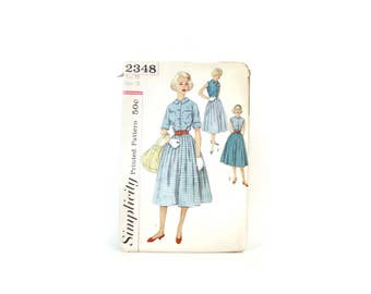 1950s Simplicity Dress Pattern / Juniors size 12 32 Bust Fit and Flare Dress Circle Skirt / Petern Pan Collar Blouse Vintage 50s Pattern XS