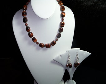 A Beautiful Tiger Eye Necklace and Earrings. (201517)