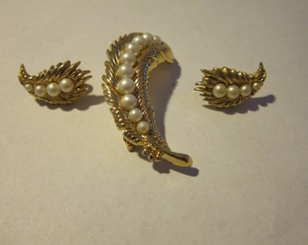 Beautiful 1960s-70s Gold and Pearl Trifari Brooch and Clip Earrings Set