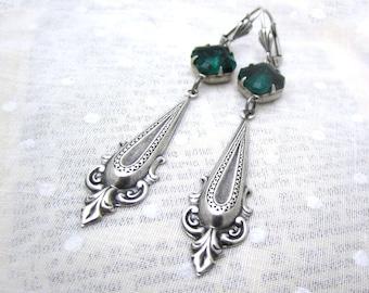 Emerald Green Earrings - Art Deco Jewelry - Vintage Glass Rhinestone - Silver Plated Dagger