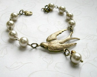 Brass bird bracelet, pearl bracelet, bird jewelry, womens gift, nature jewelry, gift for her