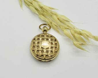 Gold Filled Vintage Locket, Round Locket, Vintage Locket, Photo Locket, Picture Keeper, Locket with Weave Design, Locket, Vintage Jewelry