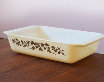 Vintage Pyrex Gold Acorn Space Saver Casserole Dish, 575-B (2 quart), Gold Acorns on Ivory Painted Glass