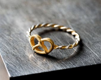 Ring with a golden Pretzel
