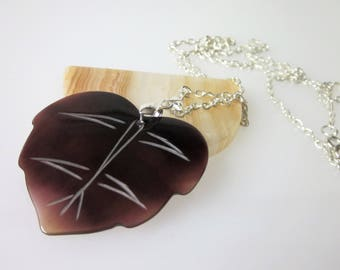 Shell Necklace, Shell Jewelry, Brown Oyster Shell Pendant, Leaf Shape, Unisex Jewelry, Tribal Necklace, Minimalist Necklace,  Nature Jewelry