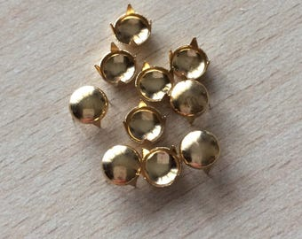 Claw gold color button studs