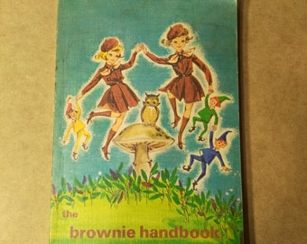 Vintage 1965 Brownie Handbook - Girl Guides of Canada Law Moto Salute Scouting